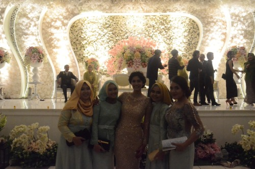 with the bride! Cantiiiikkk bangeeeeeettt